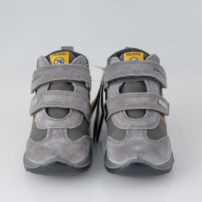 Botas Gore-Tex con velcro, color gris. Primigi.