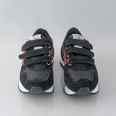 Zapatilla deportiva negro.Mini Massana Munich.